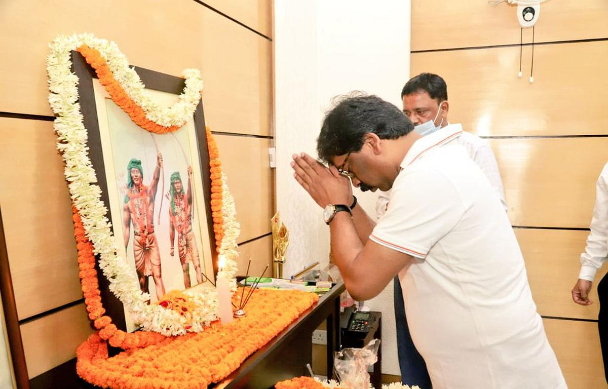 Hool kranti Diwas : वीर शहीदों का बलिदान राज्यवासियों को हमेशा करेगा प्रेरित : हेमंत सोरेन