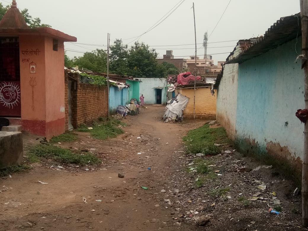 मुंबई से बोकारो आया युवक निकला कोरोना पॉजिटिव, सिविल सर्जन ऑफिस के पीछे झोपड़पट्टी के एक घर में रह रहे थे कई लोग
