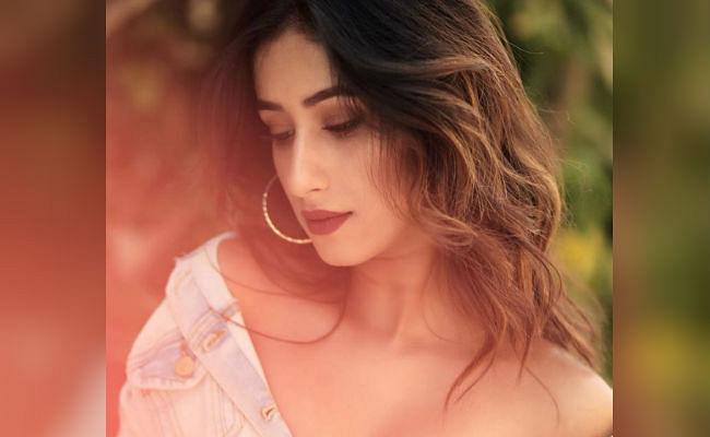 Kumkum Bhagya: शो में मायरा मिश्रा की हो सकती है इंट्री, टॉपलेस फोटो से बटोर चुकी हैं सुर्खियां