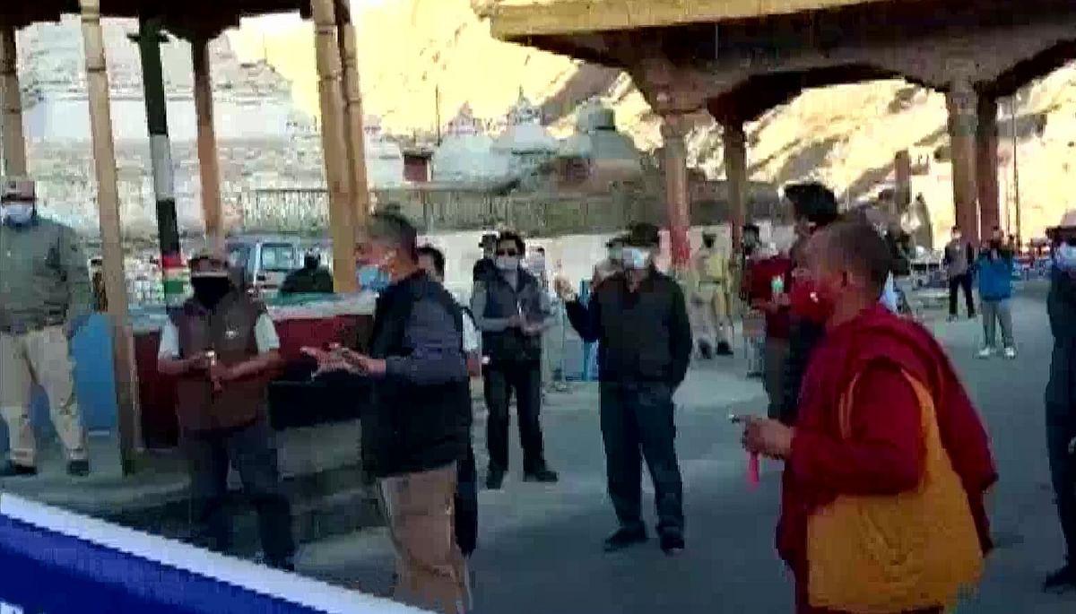 India-China Tension Live Updates, LAC : लेह में बौद्धिस्टों ने चीन के खिलाफ किया प्रदर्शन, वीर सपूतों की याद में निकाला कैंडल मार्च