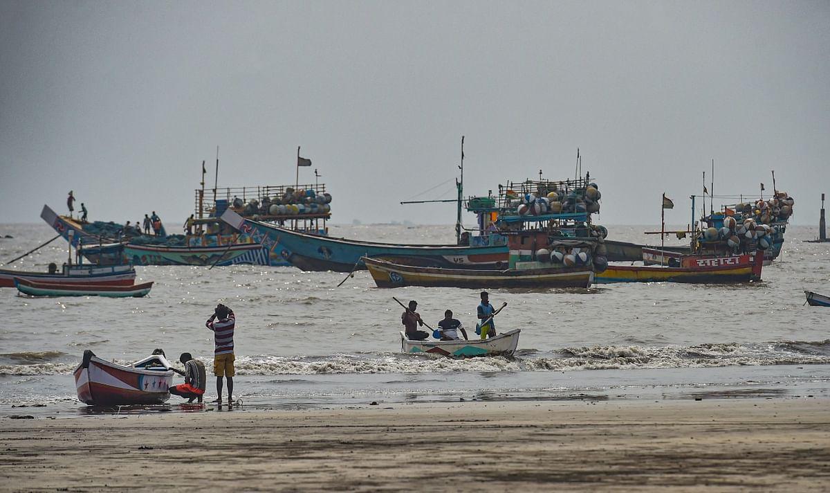 मुंबई में निसर्ग तूफान आने के बाद कुछ ऐसा है वहां का नजारा, तस्वीरों के माध्यम से जानें