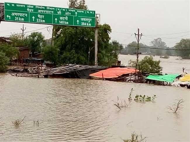 कोरोना के बाद अब चीन में आया बाढ़, 12 लोगों की मौत