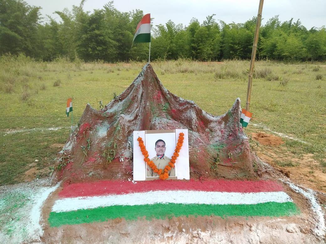 झारखंड के बहरागोड़ा में 'गलवान घाटी', शहीद गणेश हांसदा को दोस्तों ने इस अंदाज में दी श्रद्धांजलि