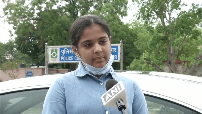 मिसाल : 12 वर्षीय लड़की ने अपने गुल्लक के  पैसों से प्रवासी मजदूरों को हवाई जहाज से पहुंचाया झारखंड