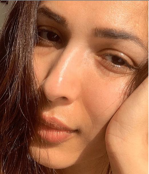 मलाइका अरोड़ा की एक सेल्फी सोशल मीडिया पर काफी वायरल हुईं थी. इसमें उनका क्लोजअप लुक नजर आ रहा है. इस तसवीर में एक्ट्रेस काफी खूबसूरत लग रही हैं.