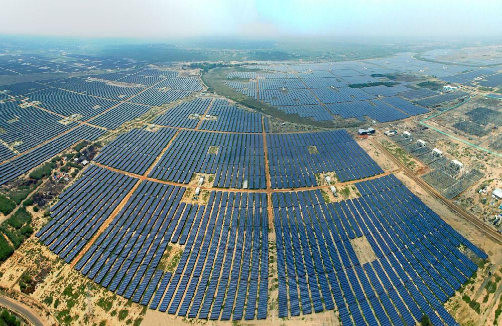 अडानी ग्रीन एनर्जी को एसईसीआई से सौर परियोजना के लिए मिला 45,000 करोड़ रुपये का ठेका