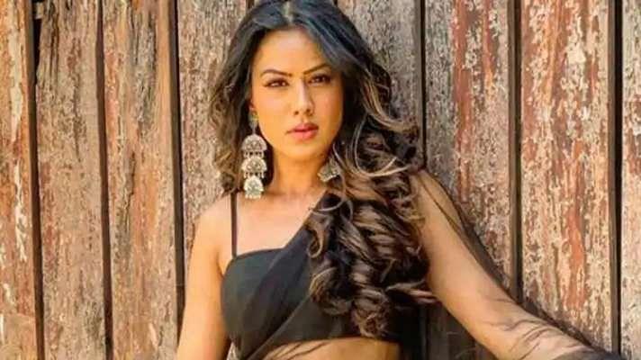 एक बार फिर इंटरनेट पर निया शर्मा की तसवीरों ने मचायी सनसनी, देखें फोटो