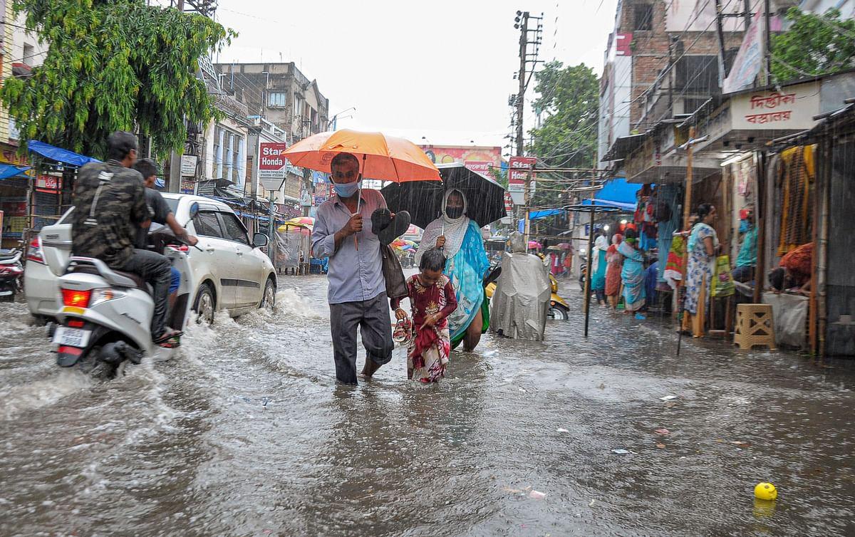 Weather Forecast : निम्न दबाव का क्षेत्र बंगाल और झारखंड शिफ्ट, जानें देश के किन राज्यों में होगी बारिश