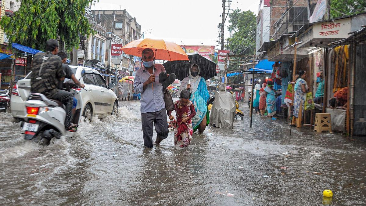 Weather Forecast LIVE Updates Today : बिहार, बंगाल और असम में बाढ़ की चेतावनी, जानें झारखंड, यूपी, दिल्ली समेत अन्य राज्यों के मौसम का हाल
