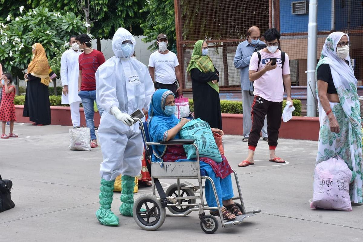 Coronavirus live updates : भारत में पिछले 24 घंटों में COVID 19 के 61,537 मामले, 933 मौत