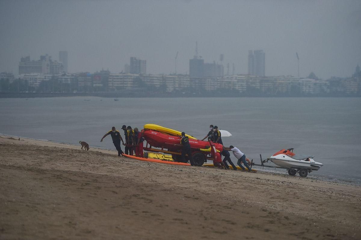 तूफान से पहले जैसे ही अलर्ट जारी हुआ लोग अपनी बोट और नाव को समुद्र के किनारे पर ले गए और खुद एक सुरक्षित स्थान पर चले गए.