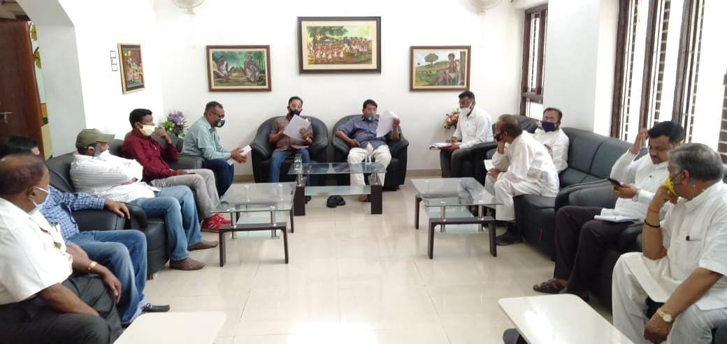 खाद्य आपूर्ति मंत्री रामेश्वर उरांव और राज्यसभा सांसद धीरज साहू ने अधिकारियों को दिये निर्देश
