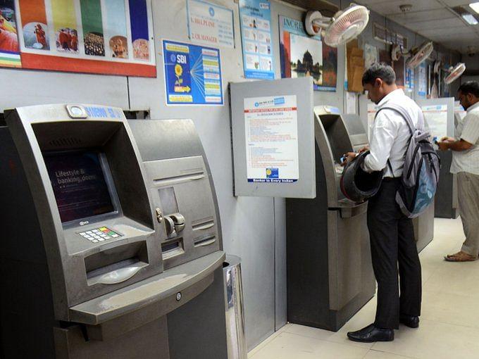 ATM से सिर्फ 5000 रुपए निकालने की सीमा हो सकती है तय, आरबीआई की समिति ने की सिफारिश