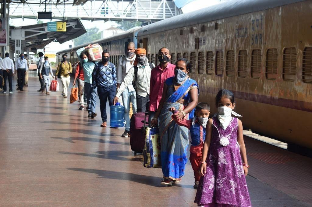 Coronavirus Unlock Updates :   महाराष्ट्र सरकार ने कोर्ट में कहा, श्रमिक ट्रेनों के लिए एक भी मांग लंबित नहीं