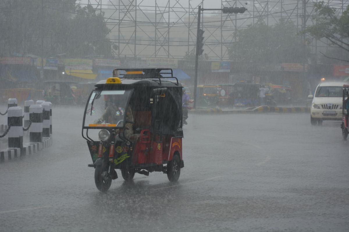 Bihar Weather News: चक्रवाती हवा के दबाव से बिहार में आज भारी बारिश के आसार, इन जिलों के अलर्ट जारी