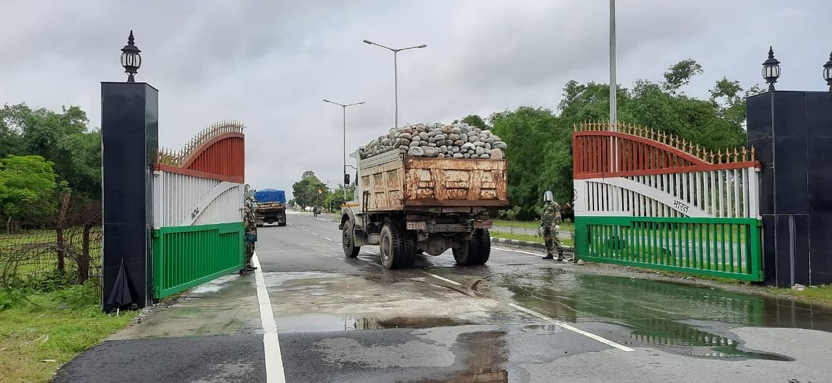 तेजी से बढ़ते कोरोना संक्रमण के बीच ममता बनर्जी की सरकार ने खोल दी भारत-बांग्लादेश की सीमा