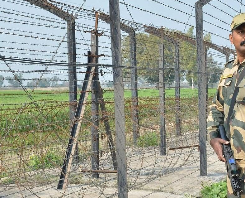 गौवंश को लेकर नेपाल से भारत में घुसपैठ कर रहे मवेशी तस्कर को जवानों ने सीमा पर दबोचा, जानें पूरा मामला