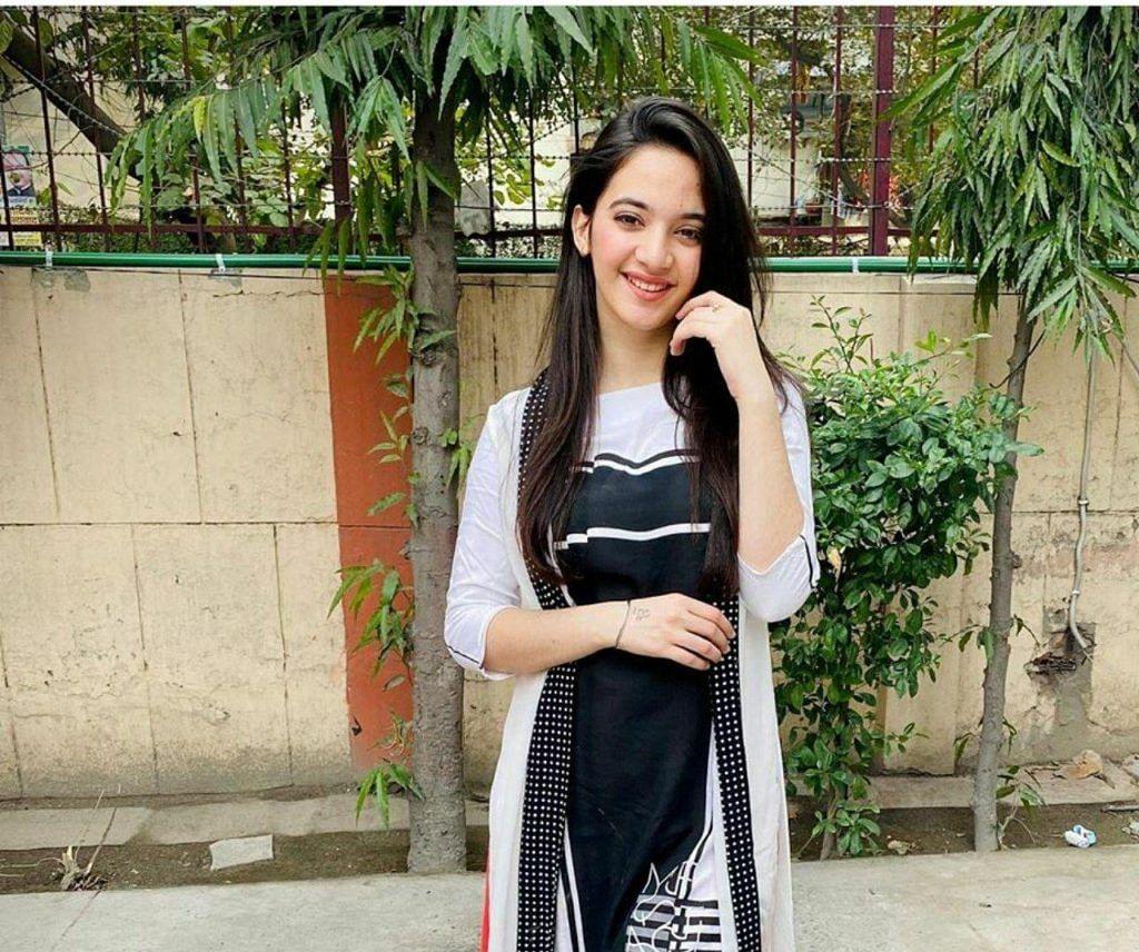 Siya Kakkar Suicide Case : सिया कक्कड़ के मोबाइल से खुलेगा उसकी मौत का राज ? फॉरेंसिक लैब भेजा गया मोबाइल