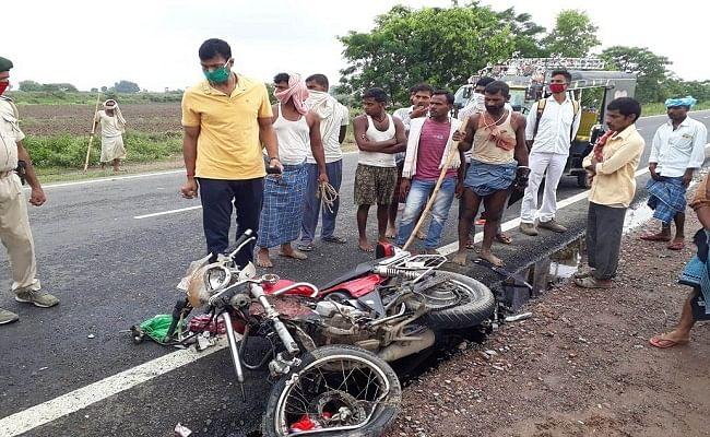 सड़क हादसे में बाइक सवार दो युवक की मौत, तीन जख्मी