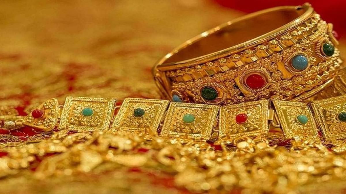 Gold Price Today : लगातार तीसरे दिन टूटा सोने का भाव, रिकॉर्ड स्तर से 6000 रुपये तक हुआ सस्ता, जानें नई कीमत