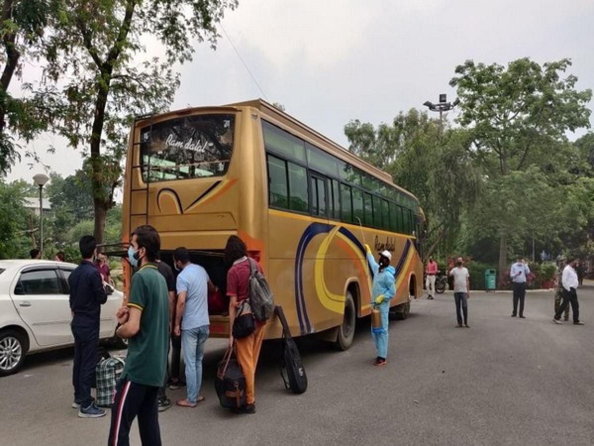 मध्यप्रदेश में आज से 50 फीसदी यात्री क्षमता के साथ शुरू होगा बसों का संचालन, ऑपरेटरों ने कहा, होगा नुकसान