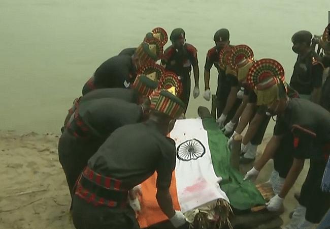 शहीद जवान सुनील कुमार का पार्थिव शरीर पहुंचा बिहटा, नम आंखों से दी गयी अंतिम विदाई