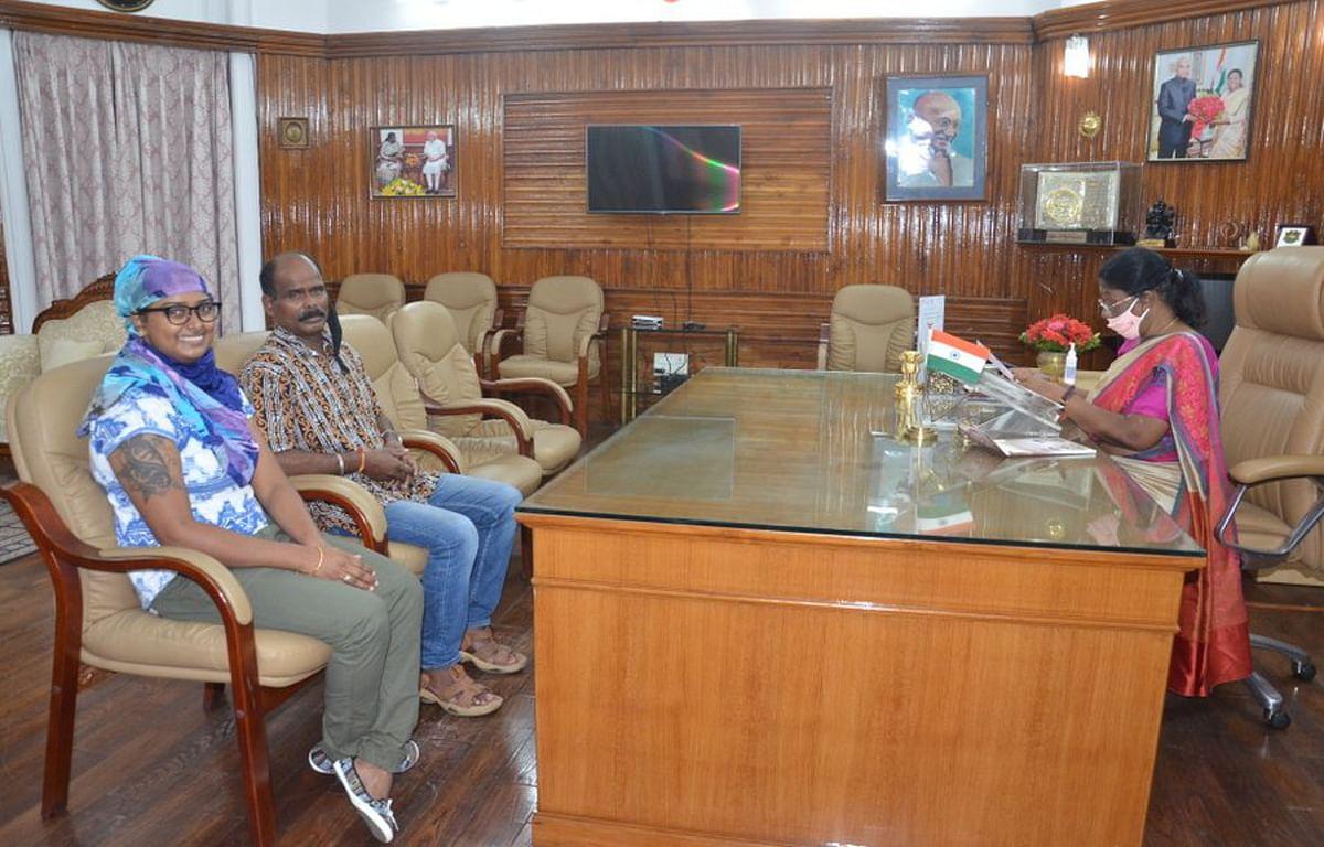 राज्यपाल द्रौपदी मुर्मू से अंतरराष्ट्रीय तीरंदाज दीपिका कुमारी ने की मुलाकात