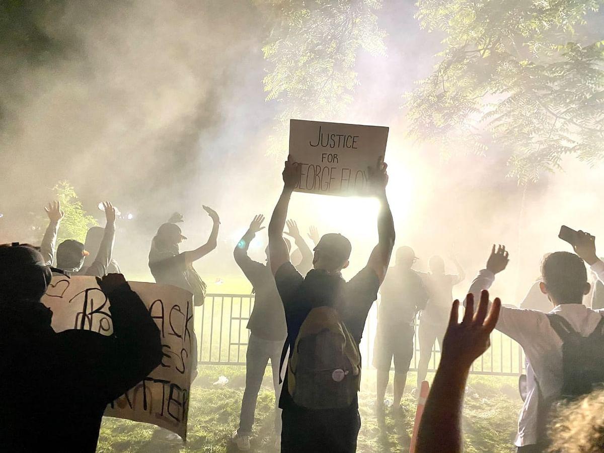 'व्हाईट हाउस के बाहर हिंसक प्रदर्शन, राष्ट्रपति डोनाल्ड ट्रंंप अंडरग्राउंड' जानें पूरा मामला