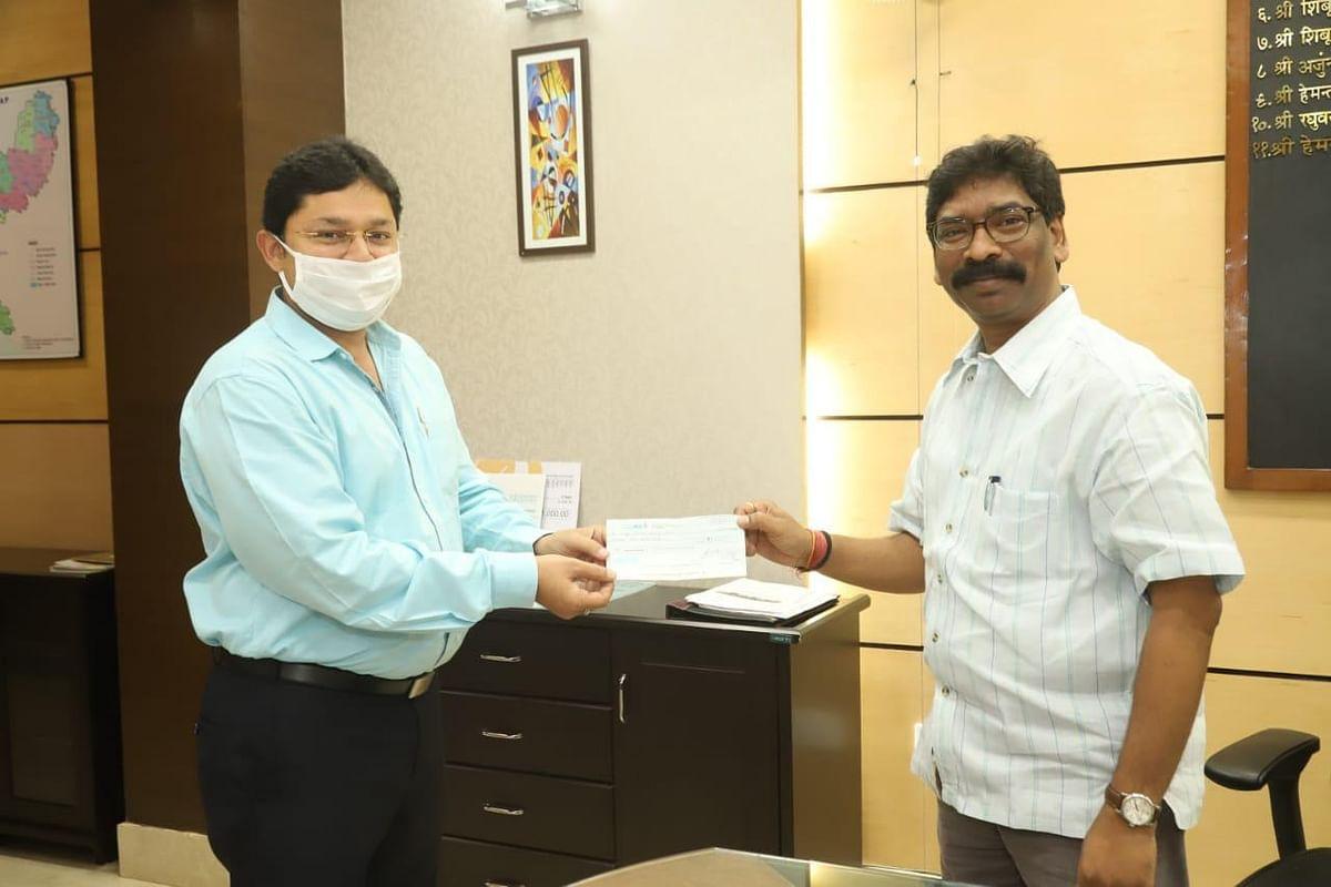 Coronavirus in Jharkhand: मुक्ति संस्था ने मुख्यमंत्री राहत कोष में दिया एक लाख रुपये का दान