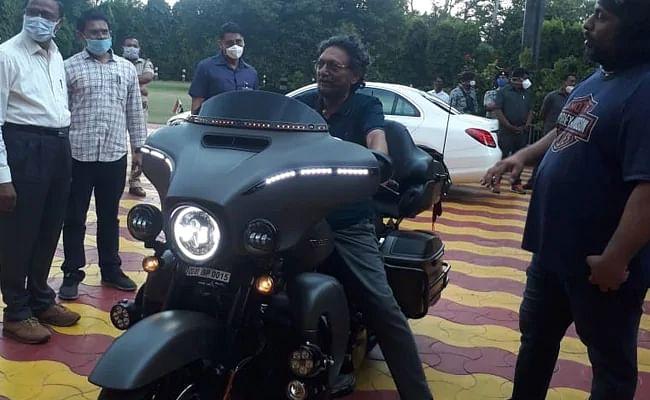 Harley Davidson पर नजर आये CJI बोबडे; निकले थे मॉर्निंग वॉक पर, सुपरबाइक देख खुद को रोक नहीं पाये My Lord