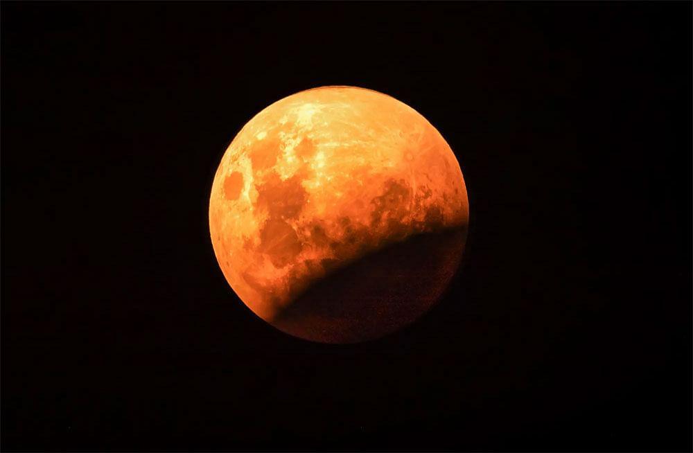 Chandra Grahan 2020, Sutak kal in India: आज दिखेगा उपच्छाया चंद्रग्रहण, जानिए गर्भवती महिलाएं को किन बातों का रखना है  ख्याल