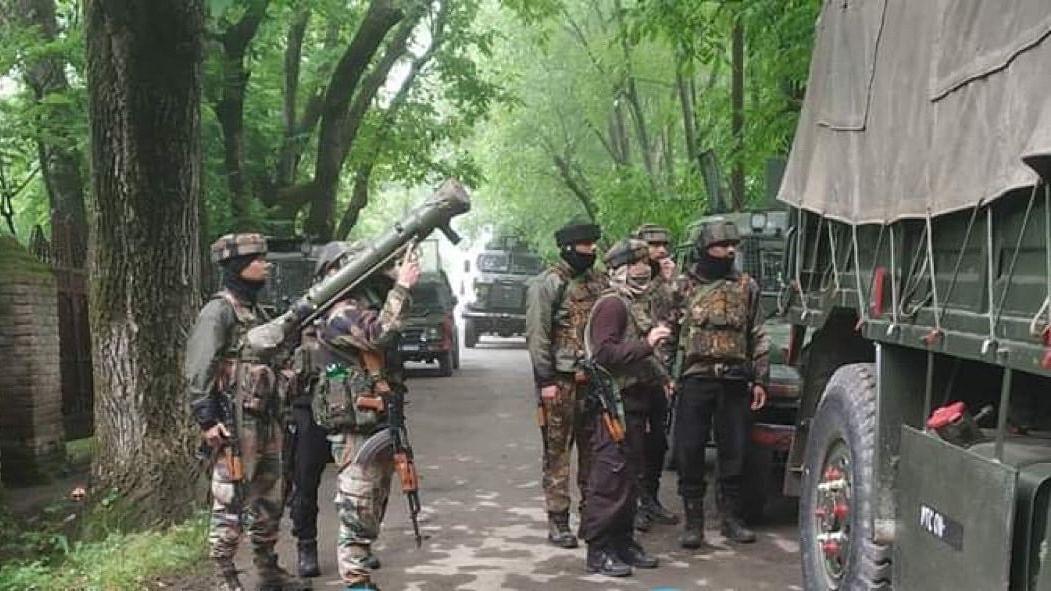 J&K: श्रीनगर में सुरक्षाबलों ने तीन दहशतगर्दों को किया ढेर, सर्च ऑपरेशन जारी