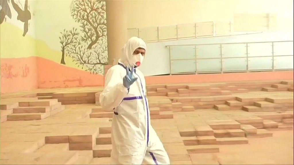 कोरोना संक्रमित विधायक भी वोट डालने पहुंचे, पीपीई किट पहनकर वोट डाला