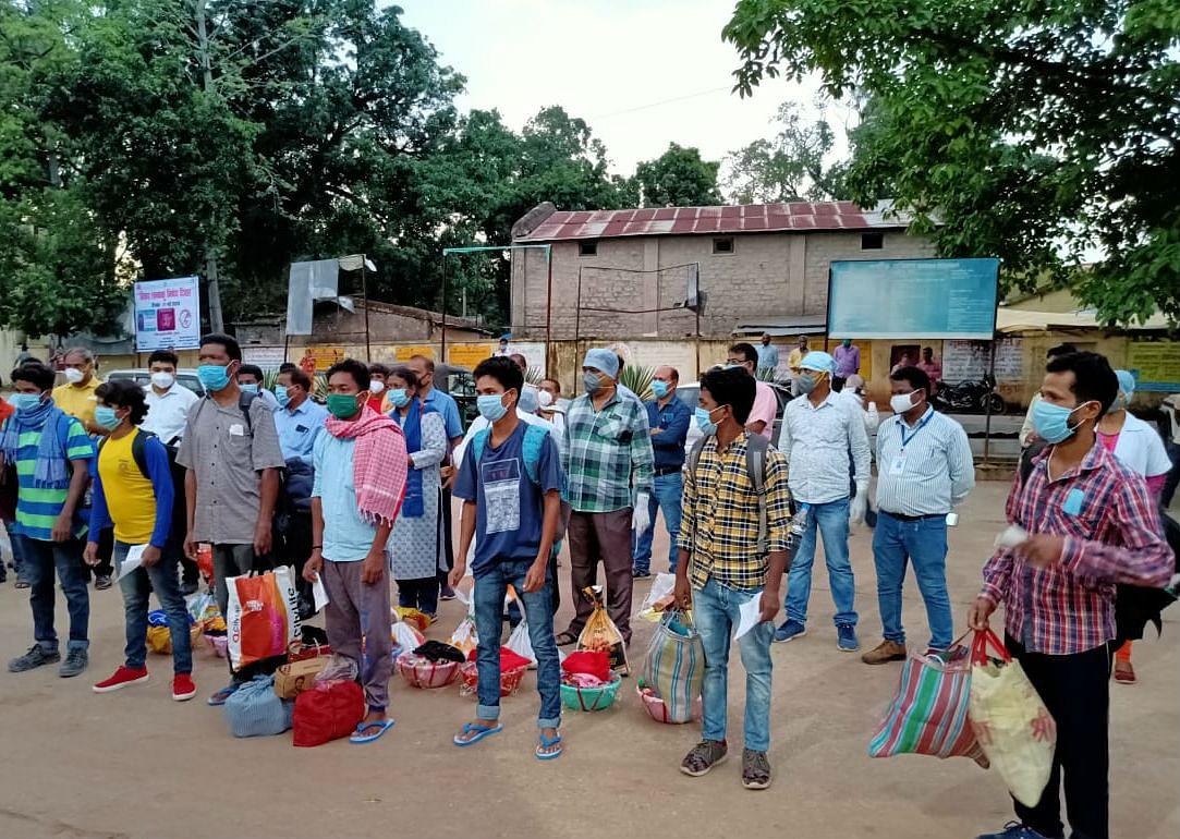 गुमला जिले में नौ कोरोना संक्रमित ठीक हुए, ताली बजाकर अस्पताल से दी गयी विदाई
