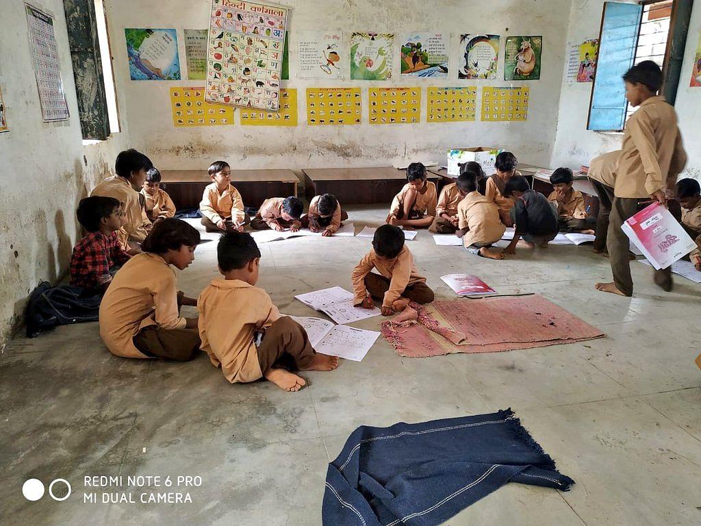 लॉकडाउन के बाद स्कूल खोलने की तैयारी शुरू, 47.95 लाख बच्चों को मास्क और 9 माह तक मिलेंगे सैनिटाइजर, पढ़ें झारखंड़ की टॉप-5 खबरें...