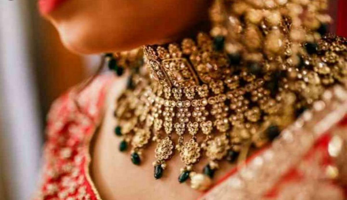 Gold Rate : बिटिया की शादी के लिए लिए सस्ते में खरीद सकते हैं सोने के गहने, जानिए जून में कहां तक पहुंचेगी गोल्ड प्राइस?