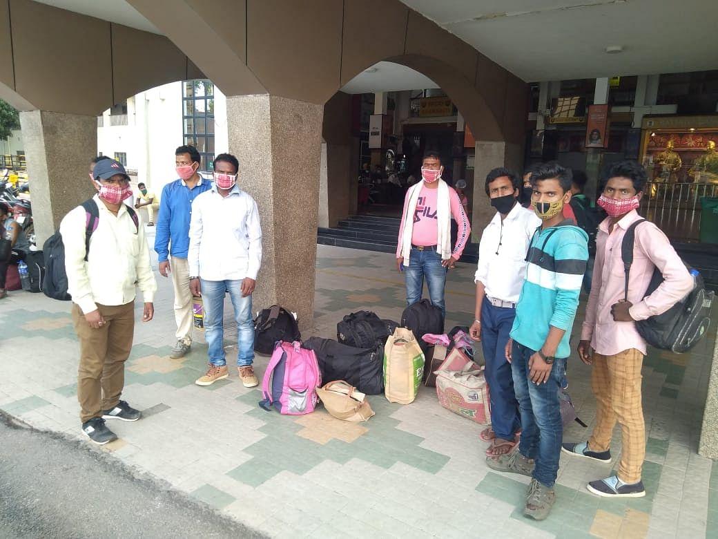 असम में फंसे झारखंड के 300 मजदूरों की होगी वापसी, श्रमिक स्पेशल ट्रेन से कल पहुंचेंगे रांची