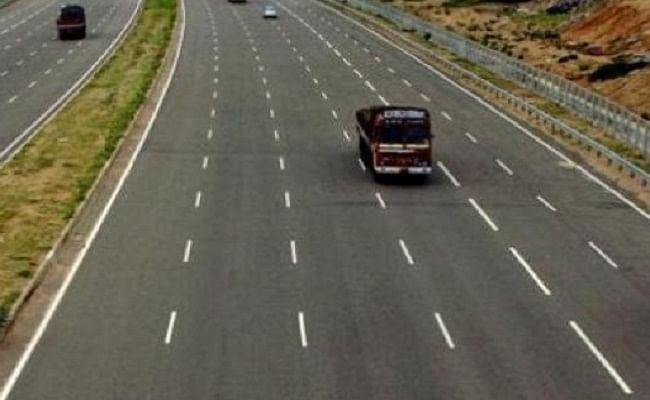 हिमाचल प्रदेश से बिहार जा रही बस आगरा-लखनऊ एक्सप्रेस-वे पर पलटी, 10 प्रवासी घायल