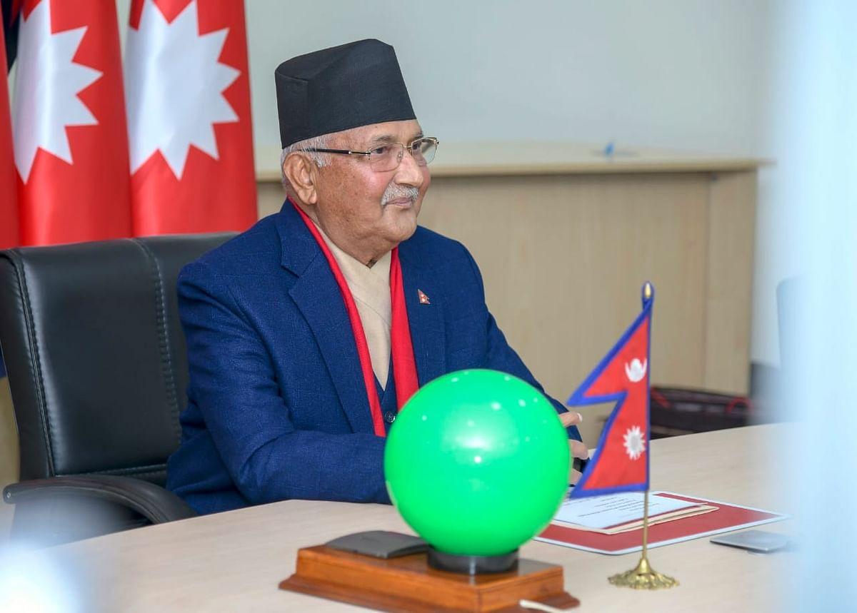 क्या नेपाल की राजनीति में आएगा भूचाल ? पीएम ओली विरोधी नेताओं के साथ प्रचंड पहुंचे राष्ट्रपति के पास