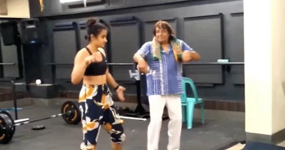 रंजीत ने बेटी के साथ 'महबूबा महबूबा' गाने पर यूं किया डांस, सोशल मीडिया पर वायरल हो रहा वीडियो