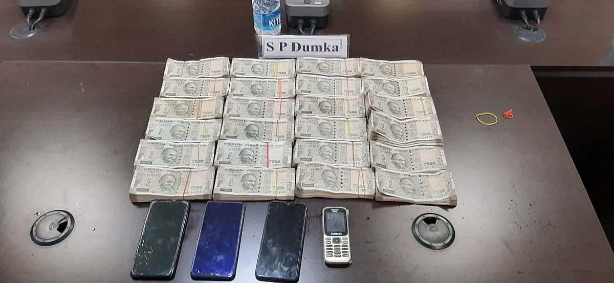 आंध्रप्रदेश के ट्रक चालक से दुमका में हुई लूटकांड में 4 कुख्यात अपराधी गिरफ्तार, 10.48 लाख रुपये बरामद