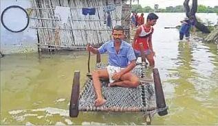 Flood in Bihar : कदाने नदी का कहर, मुजफ्फरपुर के मनियारी में दर्जनों घर पानी में विलीन