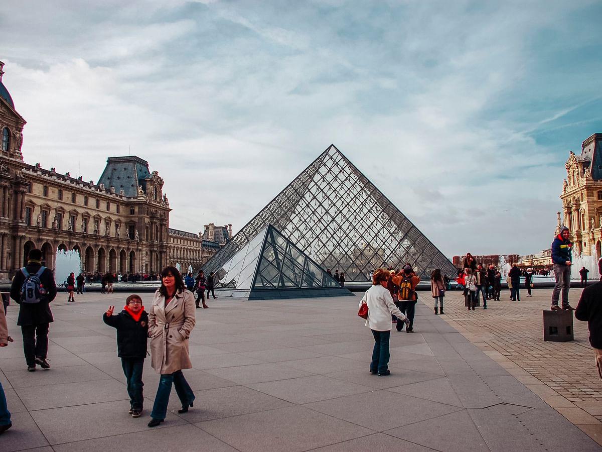 चार महीने के बाद पेरिस स्थित मोना लीजा का लूव्र संग्रहालय आज फिर खुला