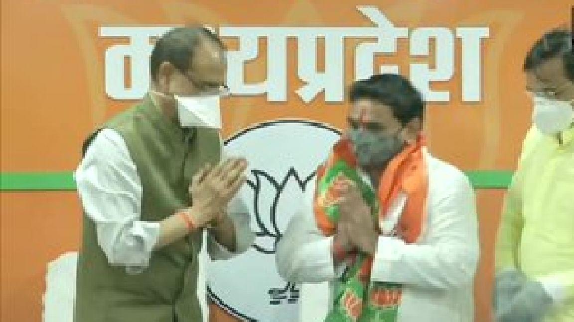 मध्यप्रदेश उपचुनाव से पहले कांग्रेस का एक और 'विकेट गिरा', विधायक नारायण पटेल भाजपा में शामिल