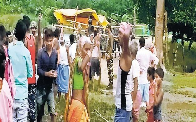 भारतीय दंपति को नेपाल पुलिस ने बेरहमी से पीटा, गुस्साए ग्रामीणों पर फायरिंग, एक को पकड़ ले गए