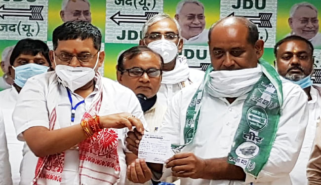जदयू में शामिल हुए राजद के पूर्व विधायक विजेंद्र यादव, कहा- पार्टी का कार्यकर्ता हूं, जो आदेश होगा, उसके अनुसार काम करूंगा