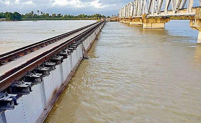 Bihar flood 2021 : समस्तीपुर में बूढ़ी गंडक स्थिर, रोसड़ा में उफान पर, तटबंध में रिसाव