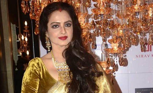 अभिनेत्री रेखा के घर का सुरक्षा कर्मी निकला कोरोना पॉजिटिव, बीएमसी ने अदाकारा के घर को किया सील