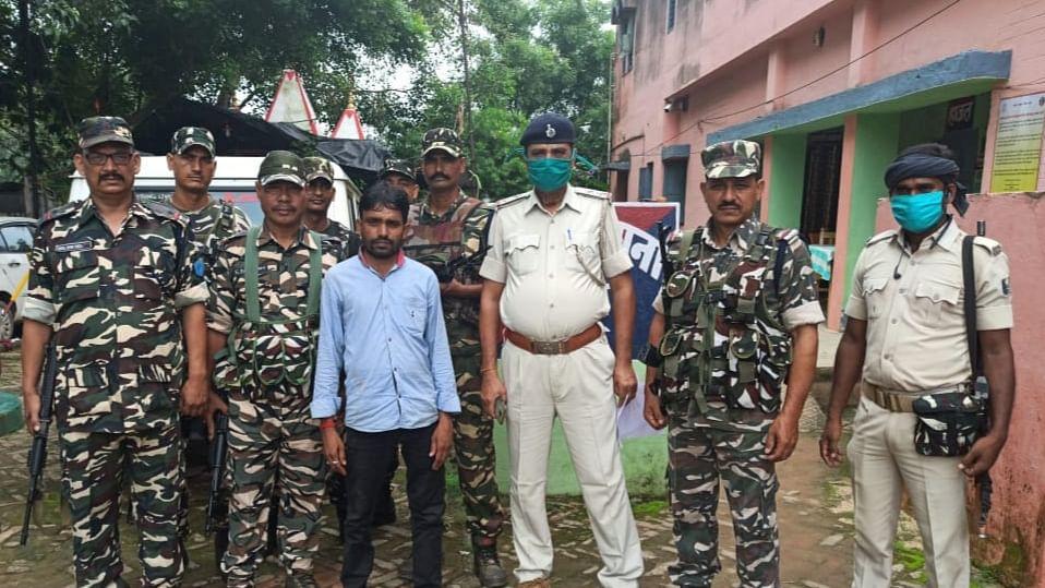पुलिस और एसएसबी की संयुक्त टीम के हत्थे चढ़ा फरार नक्सली रंजय सिंह, सिमुलतला से हुआ गिरफ्तार