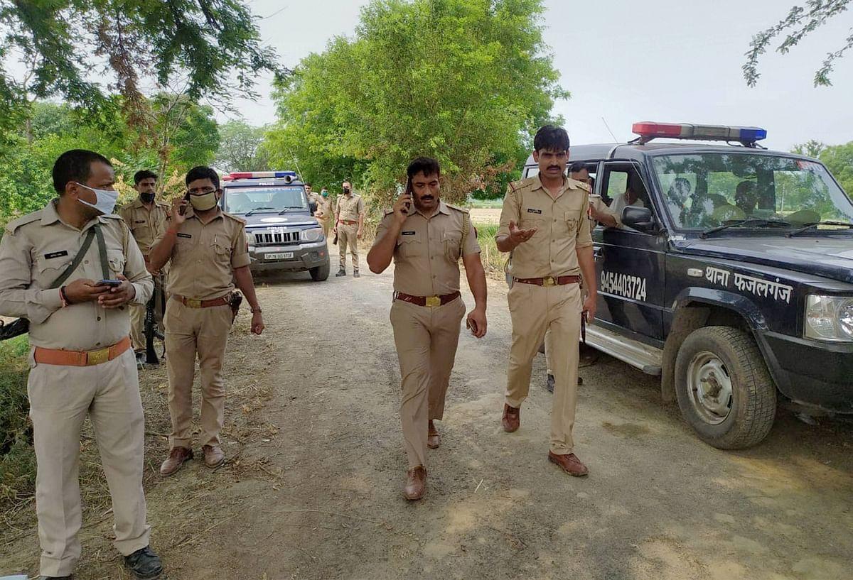 कानपुर मुठभेड़ : चौबेपुर के थानाध्यक्ष निलंबित, विकास दुबे की तलाश में जुटी पुलिस